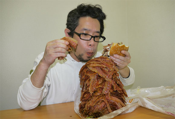 We Order Whopper With 1050 Bacon Strips, Struggle to Level Comically Huge Burger7