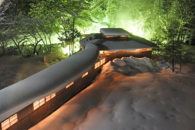 Five of Japan's most unique snow-covered hot spring bathing sites