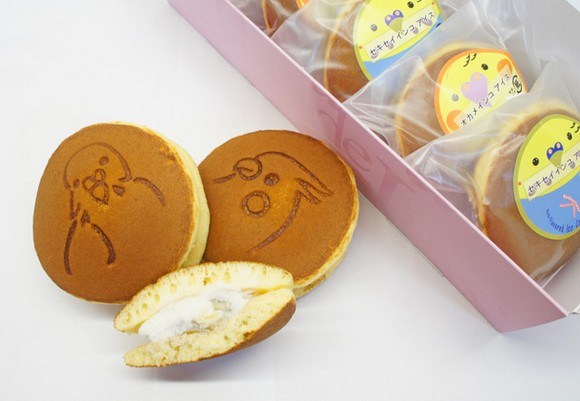 "The legendary ""pet bird"" ice cream now comes sandwiched between pancakes!"