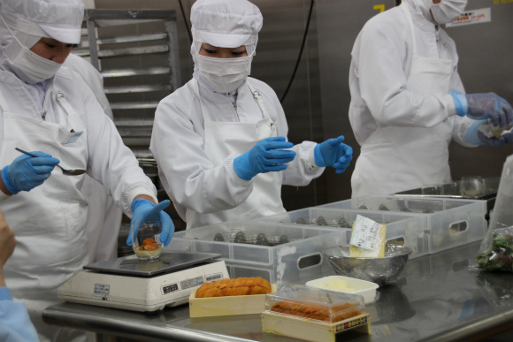 We go behind the scenes at Japan Airlines' in-flight meal factory【Photos】