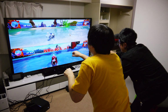 Does Xbox One's new Kinect camera work in a tiny Tokyo apartment?