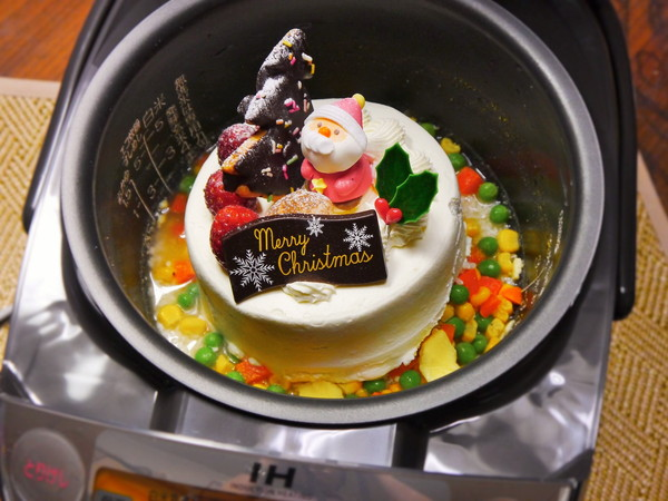 We cook a Christmas cake in a rice cooker to ring in the holidays