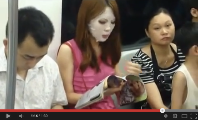 Young woman saves time, does her best Friday the 13th impression on the subway 【Video】