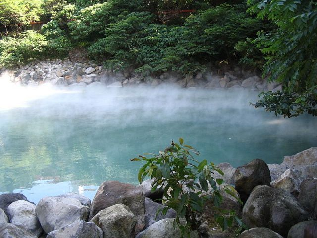 Five awesome hot springs in Taiwan (one of them has been on fire for 300 years!)