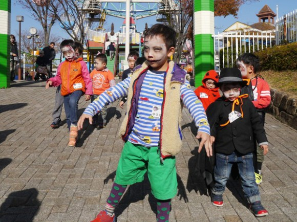 Adorable zombie children take over Arakawa Amusement park, our hearts melt