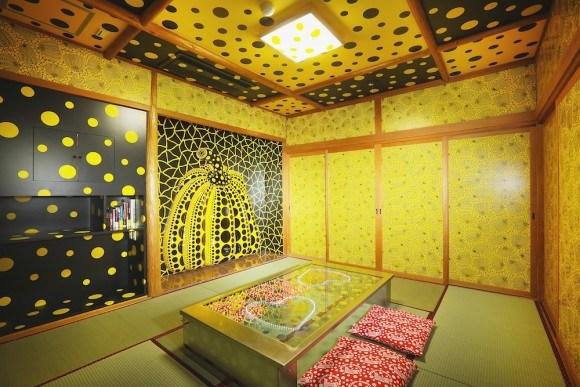 宝荘ホテル (C)YAYOI KUSAMA/Dogo Onsenart 2014 & HOTEL HORIZONTAL, All Rights Reserved