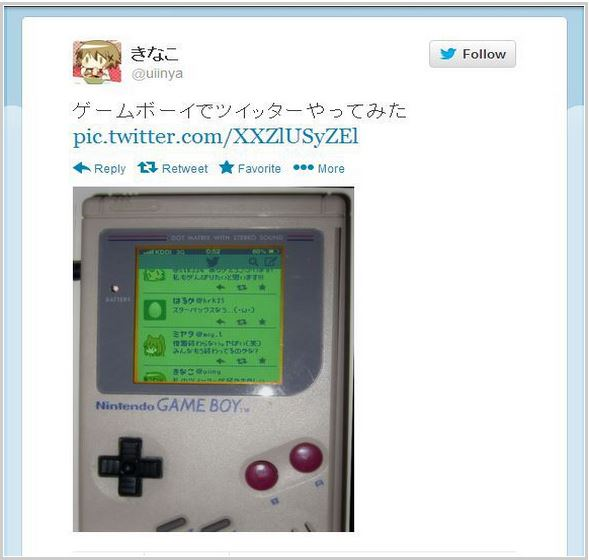Super cool photo of someone using Twitter… on a Nintendo Game Boy?!