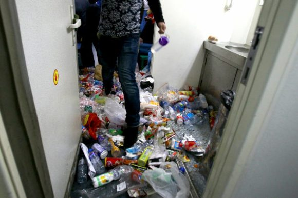 What's worse than overcrowded trains? Overcrowded trains filled with garbage5