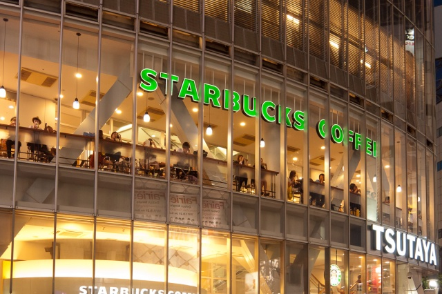 Japanese netizens praise Starbucks' move to promote 800 temp workers