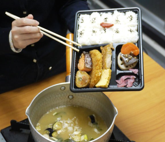 We try chucking our lunchtime bento into a pan of soup, result is doubly delicious