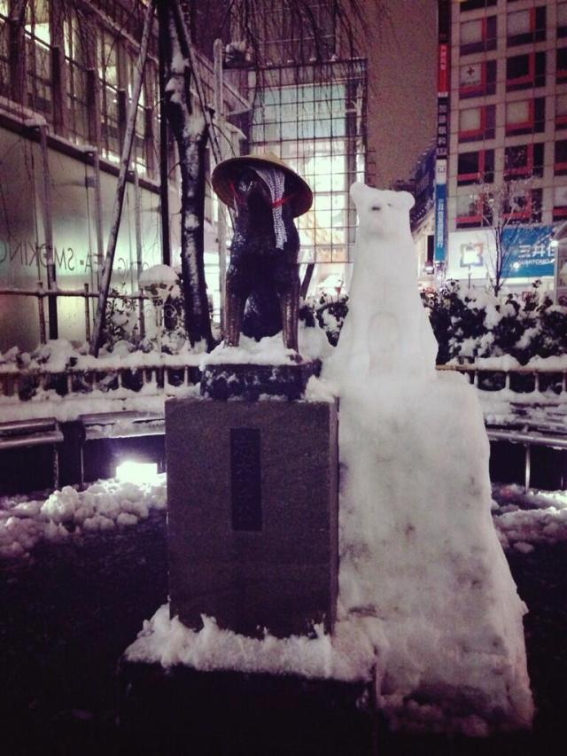 Shibuya's Hachiko statue gets a snow family for a short time