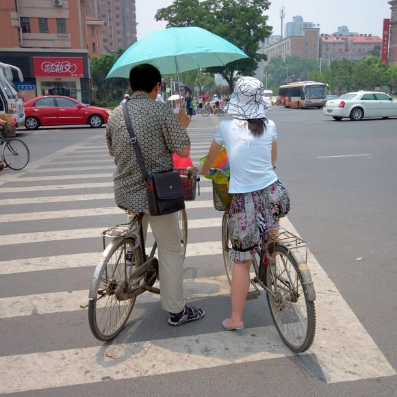 Couple_under_an_umbrella