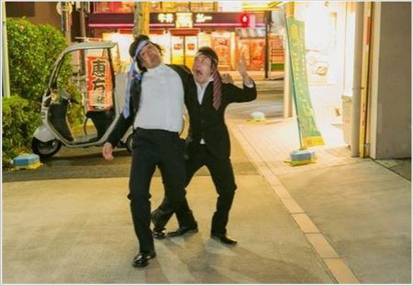 "Foreigners dish about the weird antics of Japanese ""salarymen"""