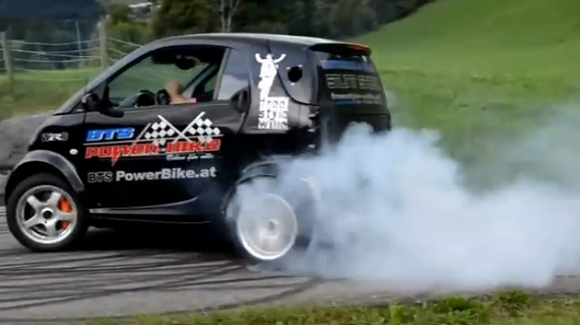 Check out this Smart car with a Suzuki Hayabusa engine!【Video】