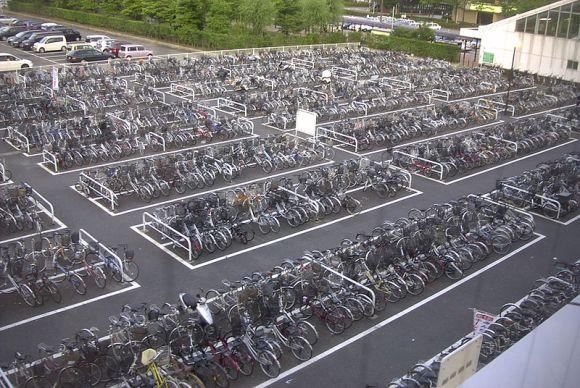 800px-Bicycle_Parking_Lot_Niigata