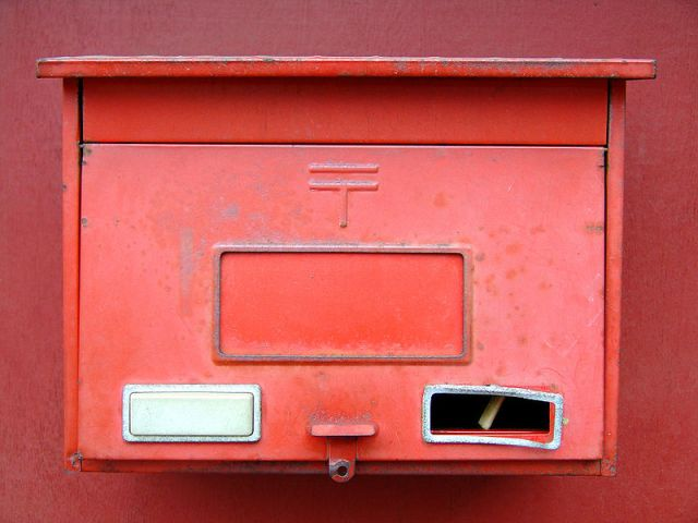 Unknown person leaves thousands in cash and gift certificates in dozens of mailboxes in Japan
