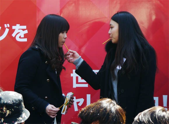 252 Pocky lovers gather in Shibuya to set a world record 【Video】