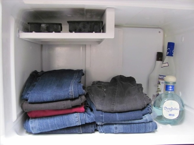 Don't wanna ruin your favorite pair of jeans? Put 'em in the freezer!