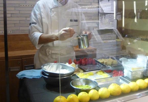Miel 4 chef creating