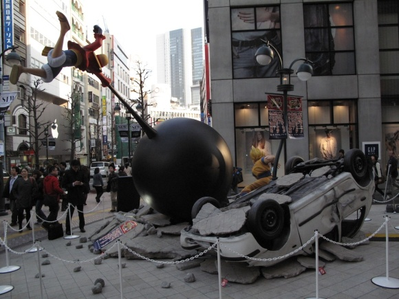 See Life-Size Dragon Ball & One Piece Statues Fight & Turn Tokyo Street Into Rubble6