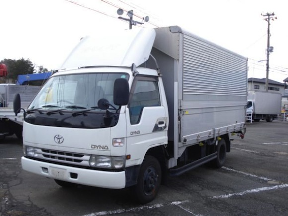 "71-year-old driver of 2-ton truck arrested in Kobe, ""never had a licence"" in 50 years of driving"