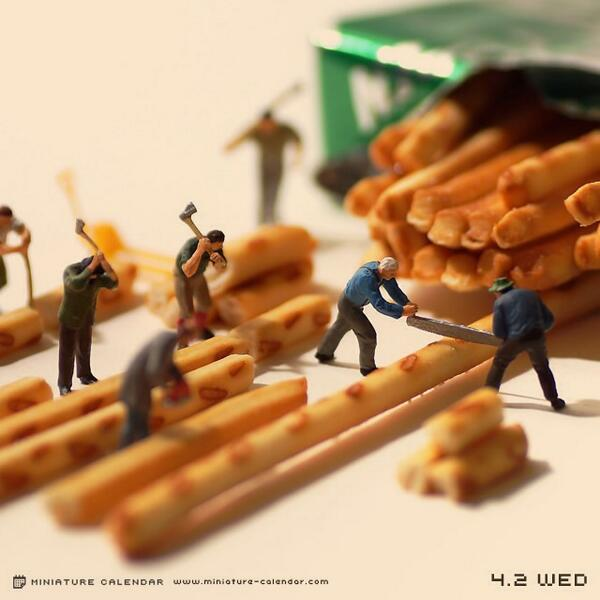 """Miniature Calendar"" reveals a magical world where tiny people live among our things【Photos】"