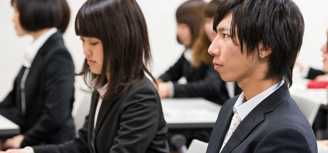 Why do so few young Japanese want to work overseas?