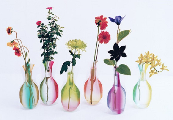 Vinyl flower vases are all the rage right now in Japan