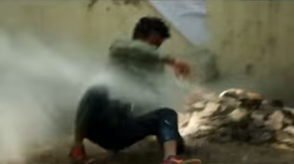 The Pissing Tanker: Fighting public urination in India one spray at a time【Video】