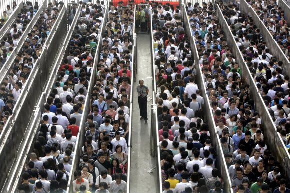 Beijing has started new 'anti-terror' checks on the subway, and the lines are like nothing you've ever seen5
