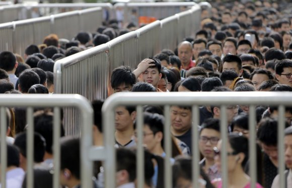Beijing has started new 'anti-terror' checks on the subway, and the lines are like nothing you've ever seen6