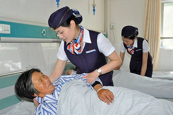 Chinese hospital dresses nurses like flight attendants for some reason 【Video】
