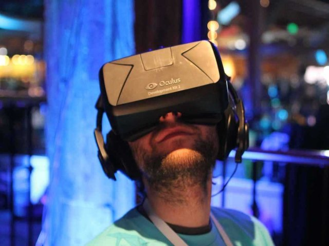 Samsung is working with Oculus on a 'shockingly good' virtual reality product for your phone