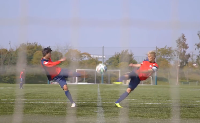 "OMGooooaal! Pros nail the incredible ""Twin Shoot"" move from soccer manga Captain Tsubasa【Videos】"