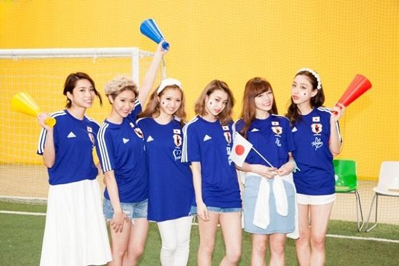 Samurai Blue fans putting their best foot forward with cute girls in uniform!【Photos】