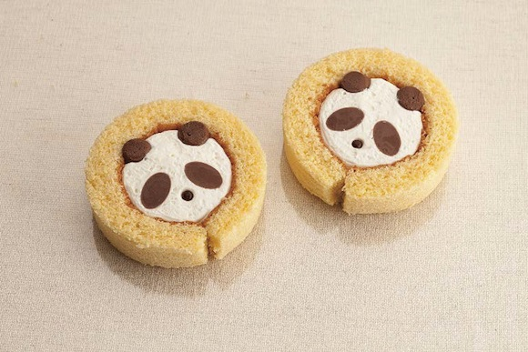 Adorable panda cakes back to steal our hearts with a lovely combination of cream and chocolate!