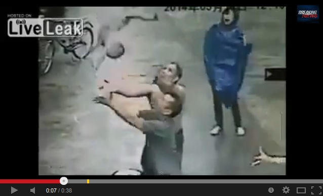 Zhongshan man makes the catch of his life: a one-year-old child
