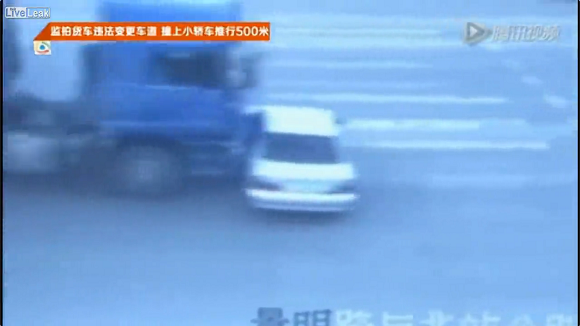 """It came out of nowhere!"" Traffic cam catches poorest excuse ever【Video】"