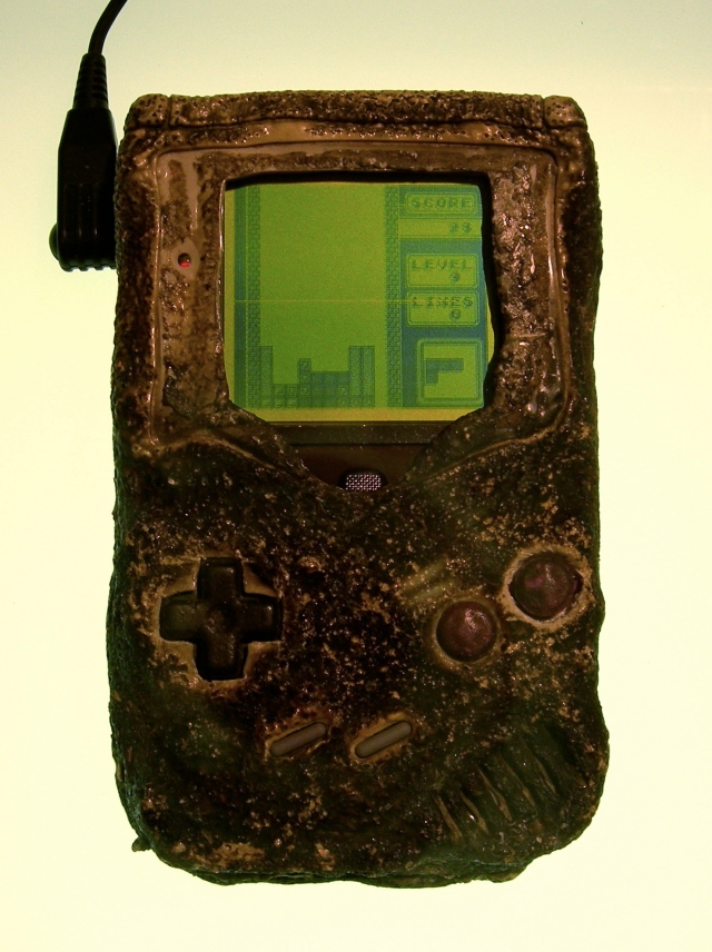 Sturdy enough to survive a bomb and 9 other facts about the Game Boy【Video】