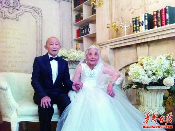 Retired soldier and his wife finally get their wedding photos taken after 68 years!
