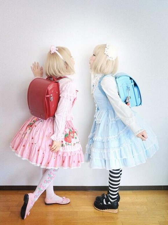 The true identity of these sweet Lolita twins might blow your mind【Photos】