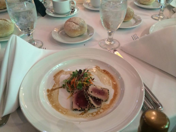 China's Most Pompous Millionaire Just Threw A Ridiculously Fancy Lunch For Homeless New Yorkers2