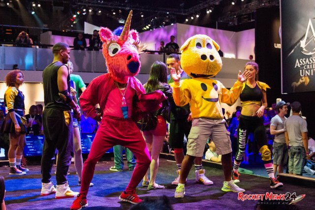 "A pink unicorn and a yellow hippo dance to ""What Does the Fox Say?"" on Just Dance 2015【E3】"