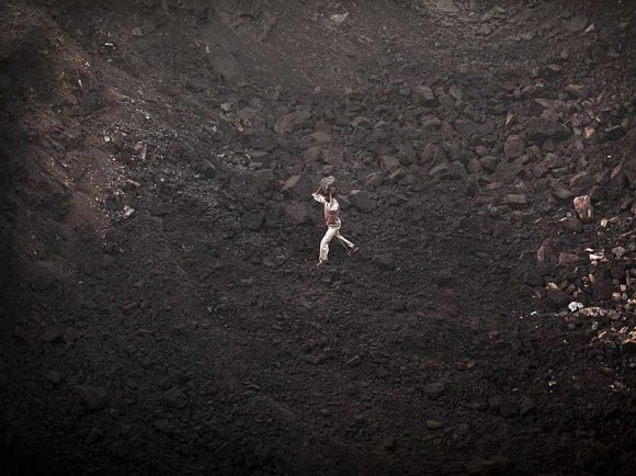 india-has-over-275-billion-tons-of-coal-reserves-thats-the-equivalent-of-137-billion-blue-whales