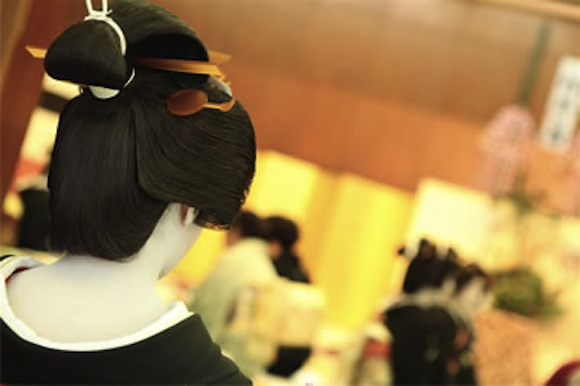 We went to the Ozashiki Cafe to see professional geisha perform — and we had an amazing time!