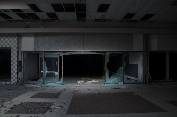 21 hauntingly beautiful photos of deserted shopping malls6