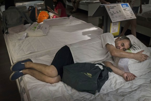Bizarre photos of Chinese shoppers napping at Ikea4