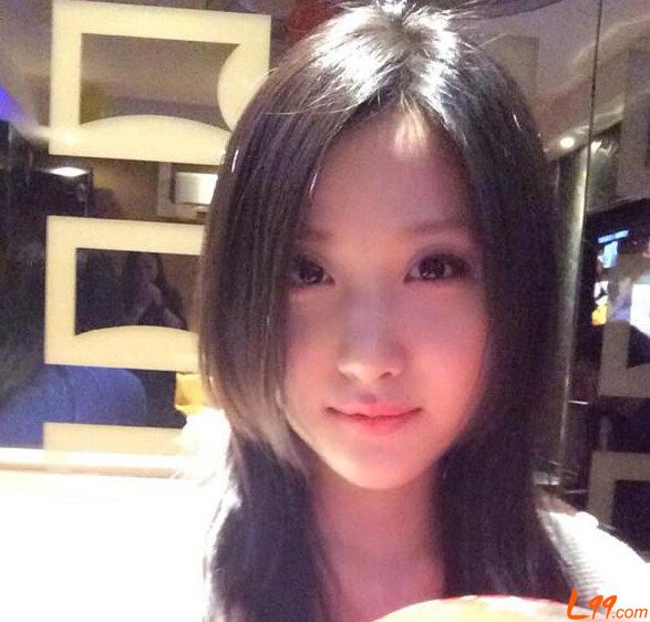 Gorgeous female Cambridge student unsurprisingly makes Chinese heads explode