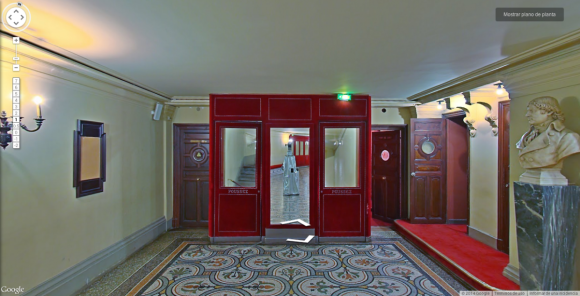Google's Street View cameras are taking spooky selfies in museums around the world2