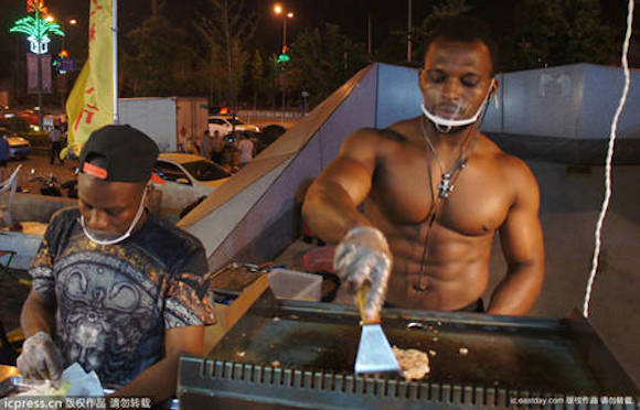 Beefy hamburger cook heats up Chinese night market